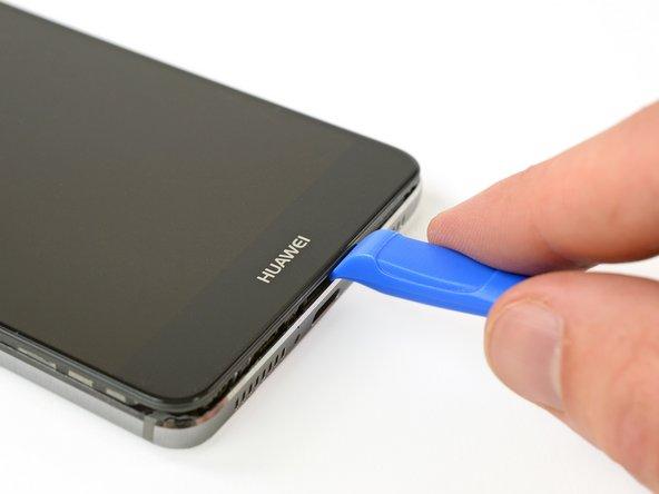 از یک قاب بازکن برای ایجاد فاصله میان صفحه نمایش و کیس استفاده کنید. هدف از این کار، باز کردن صفحه نمایش و جدا کردن آن از دیگر قطعات کیس است.