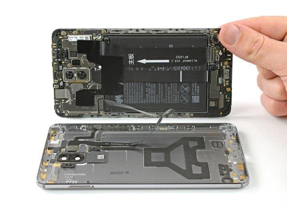 دستگاه موبایل را همانند عکس، از سمت راست باز کنید.