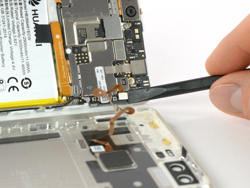 با استفاده از یک اسپاتول، ارتباط سنسور اثرانگشت را قطع کنید.