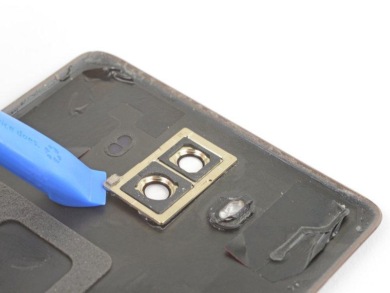 از یک قاب بازکن برای بلند کردن و جدا کردن کادر دوربین استفاده کنید.