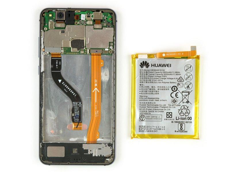 باتری را از دستگاه موبایل جدا کنید.