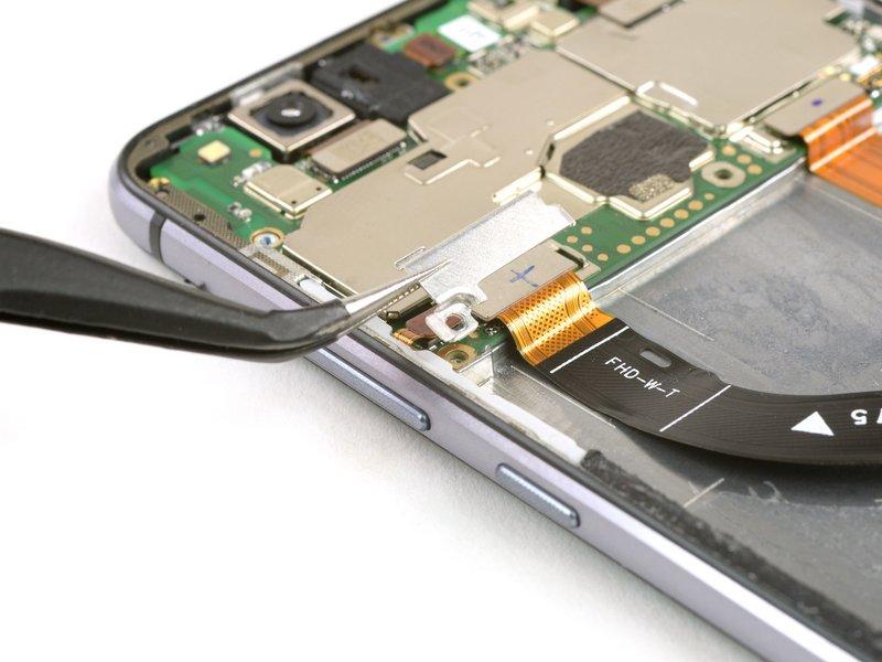 براکت متصل کننده صفحه نمایش را بردارید.