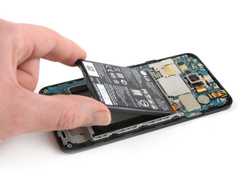 حالا میتوانید باتری را جدا کنید.
