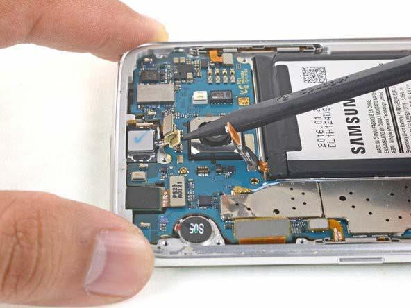 با نوک تیز اسپاتول، کابل فلتهای ردیفی سنسور جلو را جدا کنید
