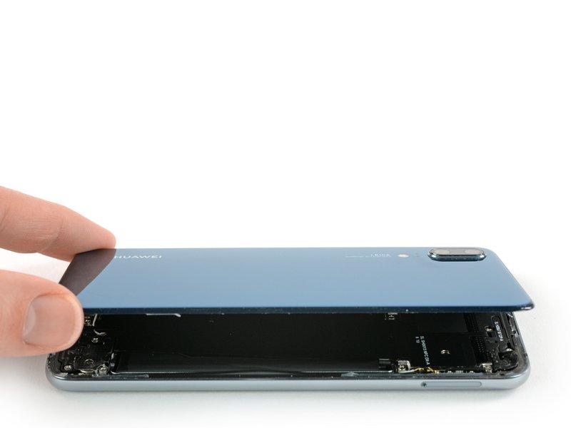 کاور پشتی را بلند کرده و از دستگاه موبایل جدا کنید.