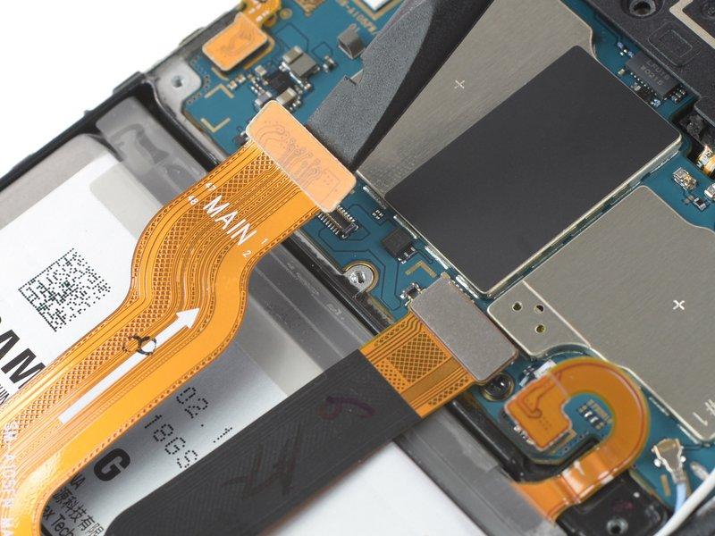 با استفاده از ته صاف اسپاتول، کابلهای منعطف صفحه نمایش را جدا کنید