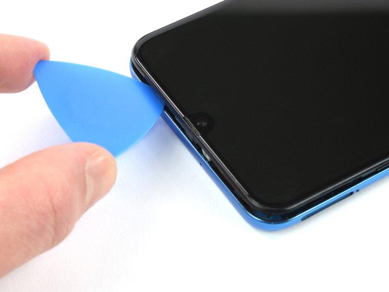 مانند تصویر، قاببازکن را به بالای دستگاه بکشید تا گیرههای این سمت آزاد شوند