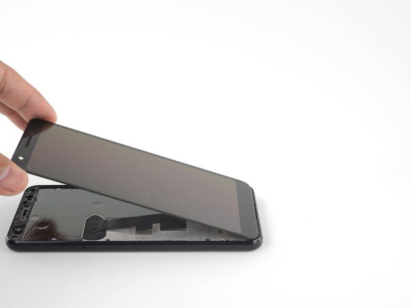 صفحه نمایش را از لبه بالا، مانند تصویر بلند کنید و به سمت لبه پایین دستگاه برعکس کنید.