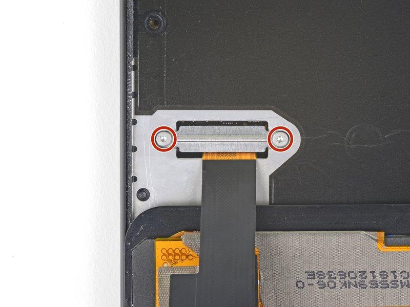 نوار مشکیرنگ روی محافظ اتصال صفحه نمایش را با احتیاط جدا کنید.