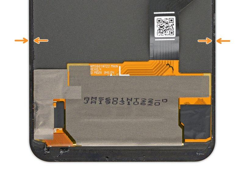 مراحل زیر فرایند جداسازی چسبهای زیر صفحه نمایش گوشی پیکسل 3A ایکس ال را به شما نشان میدهند.